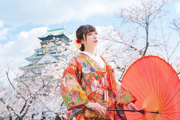 大阪城と桜をバックに和装前撮り