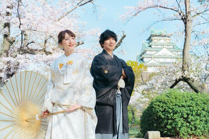 大阪城と桜を背景に前撮り撮影